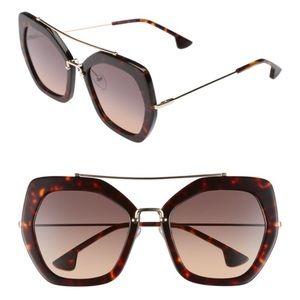 NWT Alice + Olivia Bowery Sunglasses in Tortoise
